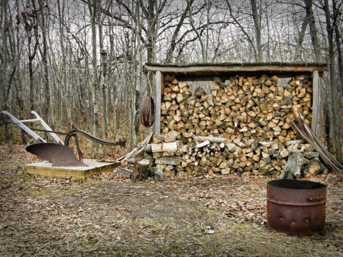 別荘地で借りられる薪作業スペース