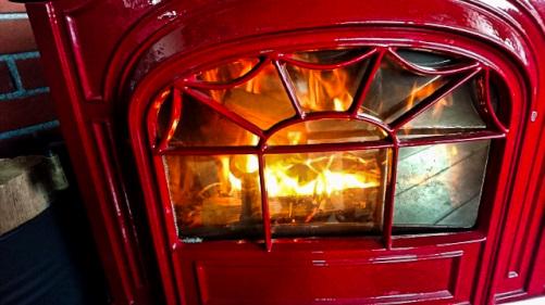 暖かい薪ストーブの炎