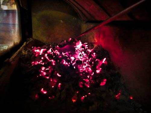 炉内に溜まった熾火